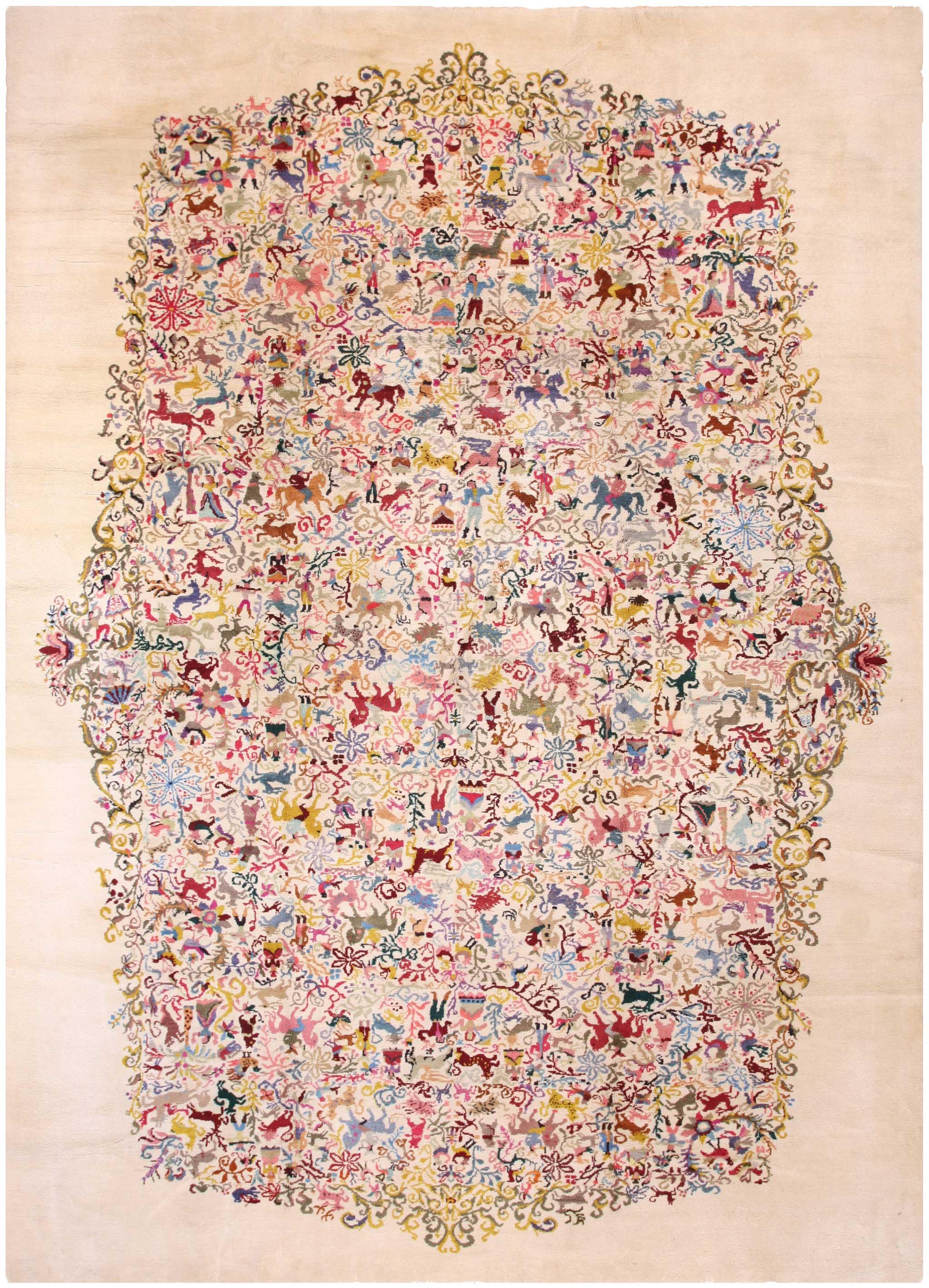 Original Olga Fisch designed 'Caceria' carpet 457CM x 325CM (15.0' x 10.8'). Ecuadorian wool on cotton, Turkish knot, Ecuador.   Image courtesy of Rahmanan Antique Decorative Rugs.