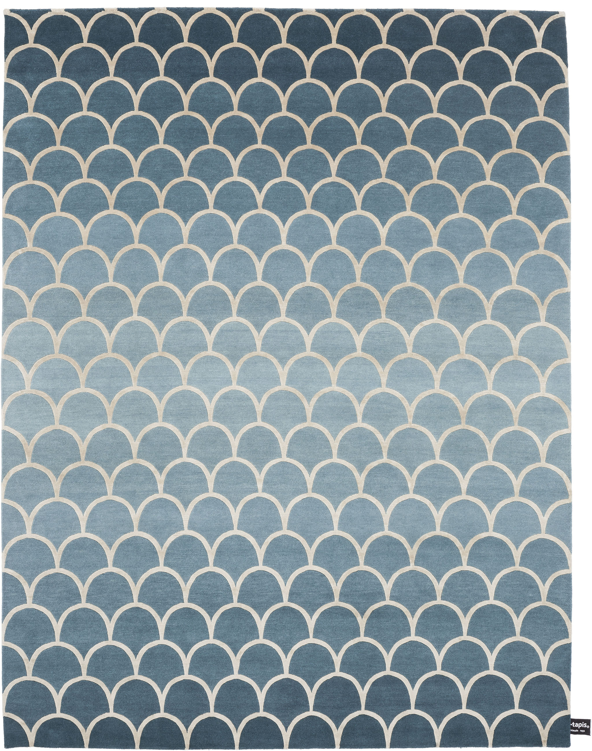 'Ecailles Degradé 2.0' from the Contemporary Collection by cc-tapis. | Image courtesy of cc-tapis.