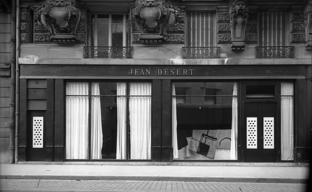 Jean Désert, the Parisian gallery of renown designer Eileen Gray which opened in 1922 is shown as it was sometime after the 'Wendingen' rug in the window was designed in 1926-1935. | Image courtesy of the National Museum of Ireland.